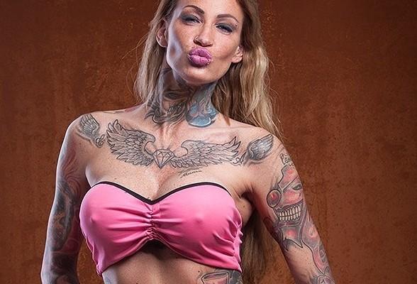Nathalie hardcore striptease